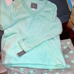 NWT Fleece 2-Piece Pajamas